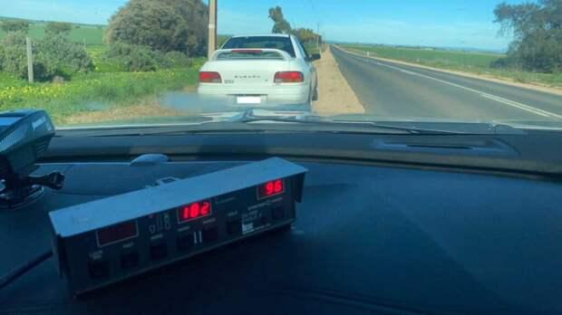 80-летний водитель разогнался почти до 200 км/ч и получил штраф