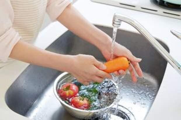 Без мыла, но тщательно. Как мыть сезонные овощи и фрукты