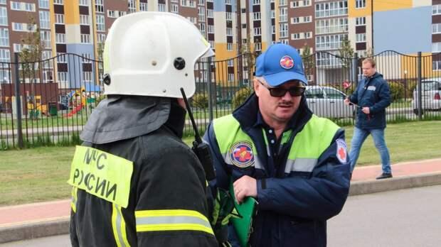 МЧС потушило пожар на складе с пиротехникой в центре Москвы