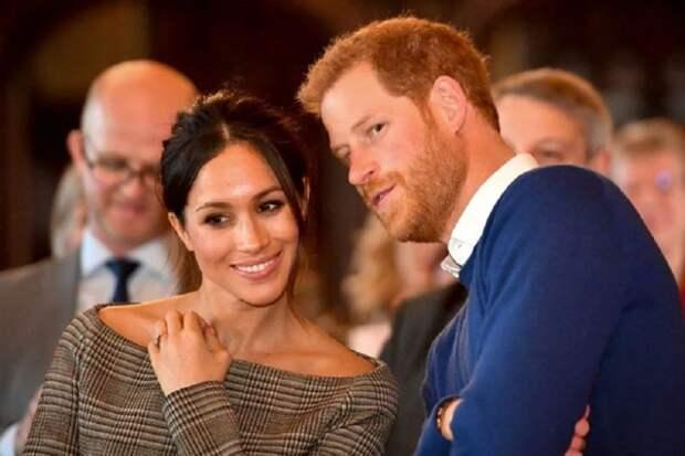 Специалист по жестам назвала истинную причину ухода принца Гарри и Меган из королевской семьи