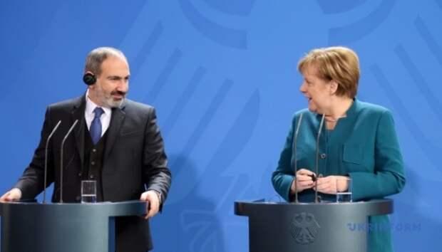 Пашинян рассказал Меркель обучастии Турции вбоях вКарабахе