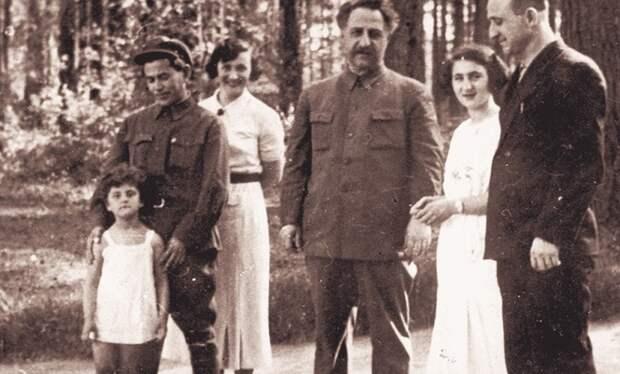 Сталин не поощрял образ жизни Евгении / Фото: moiarussia.ru