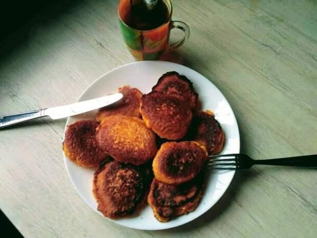 """Как приготовить морковные оладьи. Фото автора/Дзен канал """"Вилка.Ложка.Палочки"""""""