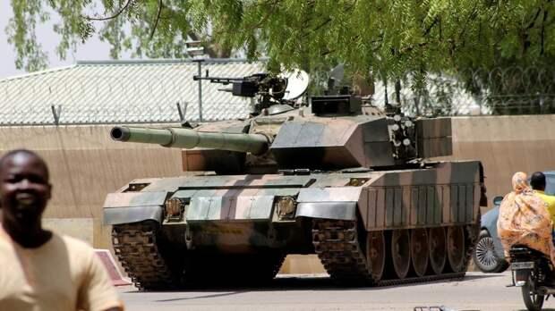 Китайские танки заняли позиции в столице Чада