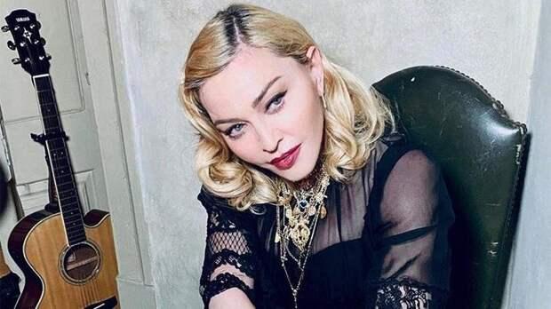 Мадонна заплакала после падения со стула во время концерта в Париже |  Новости | Известия | 02.03.2020