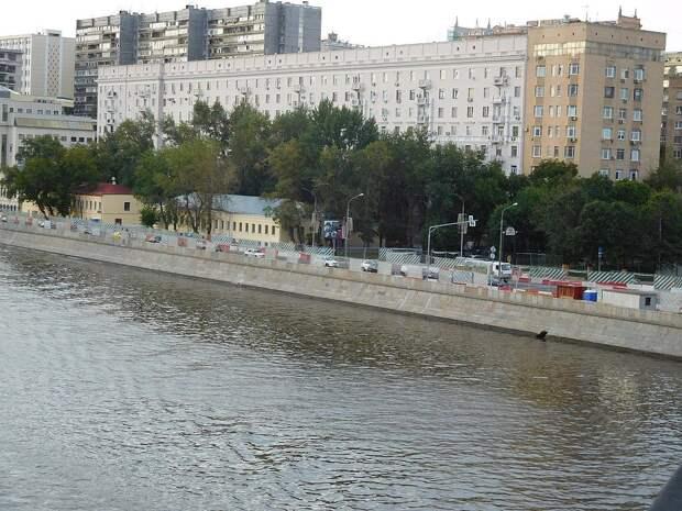Из этого здания на противоположном берегу Москва-реки велось наблюдение за квартирой Пеньковского