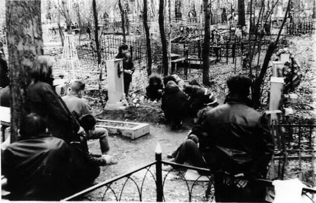 25 лет назад, 9 мая 1991 года, близ деревни Плотниково Новосибирской области погибла Яна Станиславовна Дягилева, больше известная как Янка.