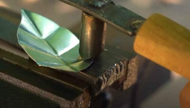 Инструмент для изготовления декоративных «листочков» из металла