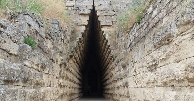 Средневековый город нашли под землей в Керчи