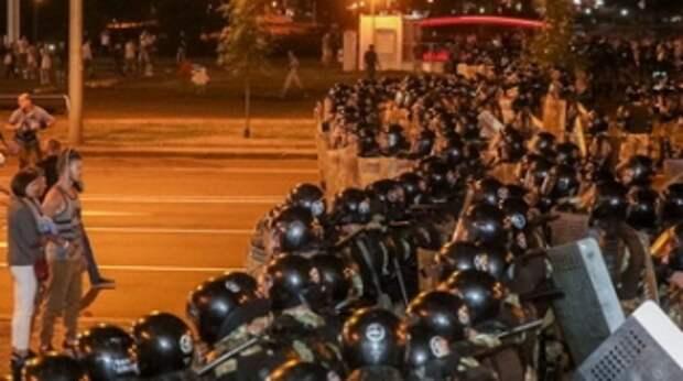 Ночь выборов. Как Лукашенко разгонял майдан, почему его победу признала Россия, а Запад и Зеленский колеблются