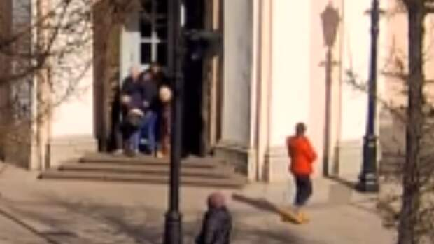 Устроившего дебош в петербургском соборе прихожанина отправили на лечение