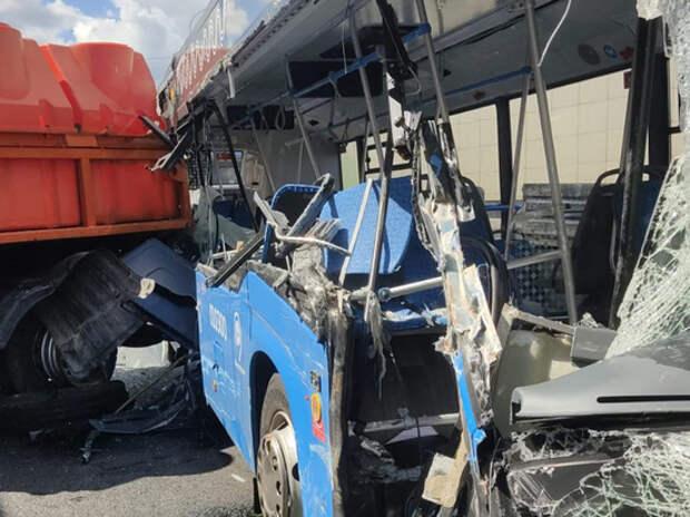 В крупном ДТП на Боровском шоссе пострадала беременная женщина