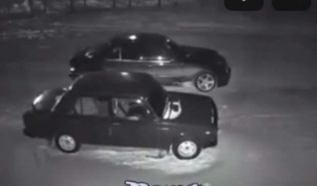 Ростовчанин наMercedes пытался слить бензин сВАЗа