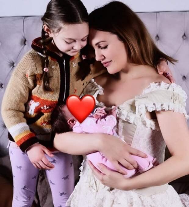 """Звезда """"Великолепного века"""" Мерьем Узерли отметила день рождения дочери в необычном образе"""