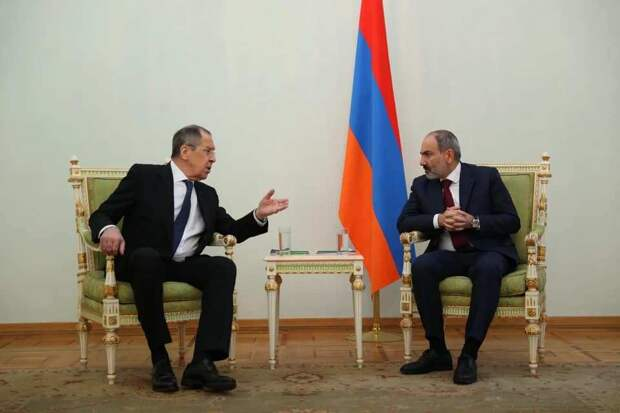 «Это хамство»: Пашинян на встрече с Лавровым «забыл» о флаге России