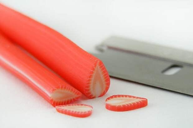 Как сделать из полимерной глины колбаску «Клубника»: от простого к сложному