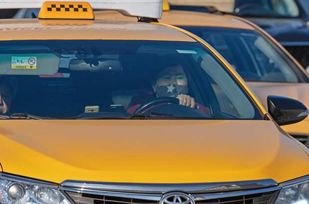 Работу мигрантов в такси предложили запретить