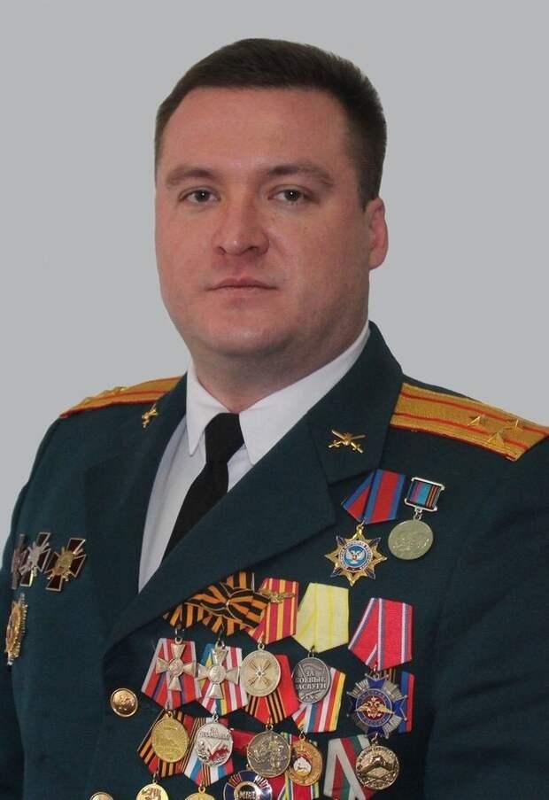 Сергей Завдовеев командир очень известный: три ранения, куча наград в том числе и российских…