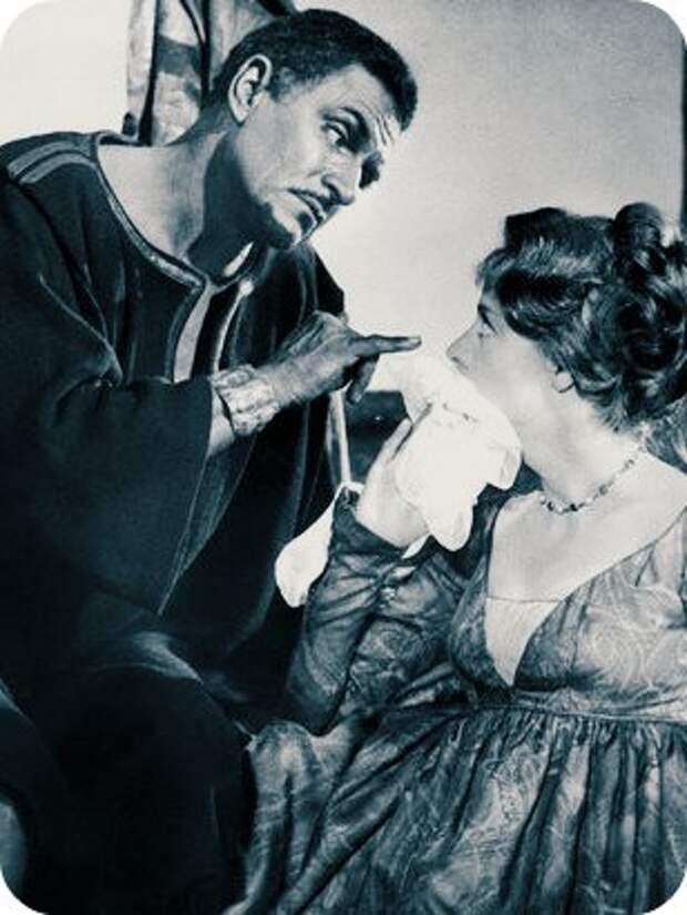 """Лоуренс Оливье и Мэгги Смит в фильме """"Отелло"""" , 1965 г."""