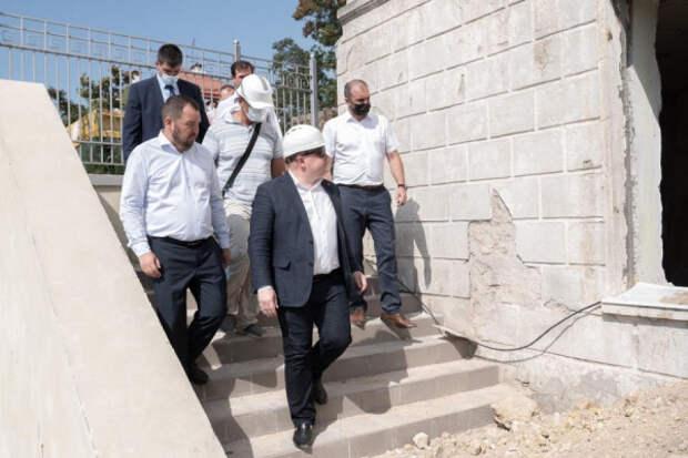 Губернатор Севастополя Михаил Развожаев посетил стройплощадку