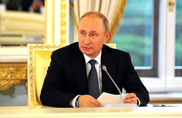 В России появляется «четвертая власть», которую может возглавить Путин