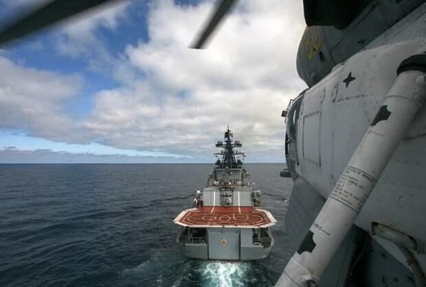 Минобороны показало видео «слепой» посадки Ка-27 на корабли