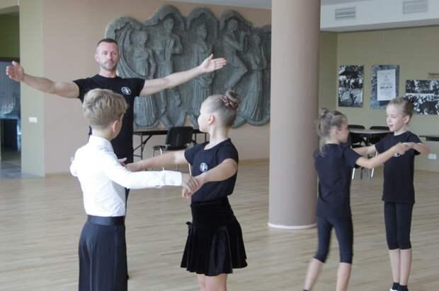 Танцы. Фото: КЦ «Салют»
