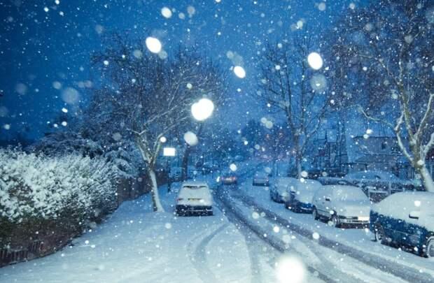 Жителям Подмосковья рекомендовали отказаться от поездок из-за снега