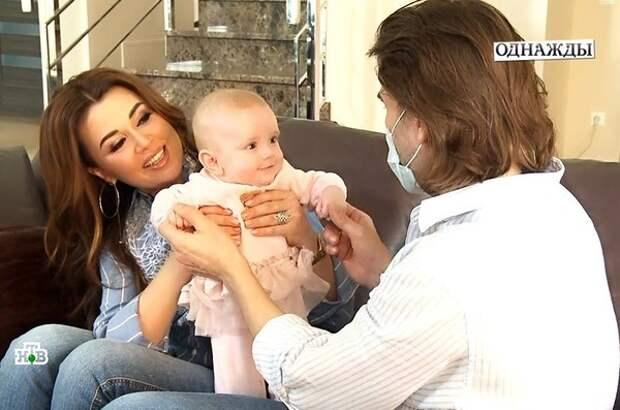 Анастасия Заворотнюк родила Милу в октябре