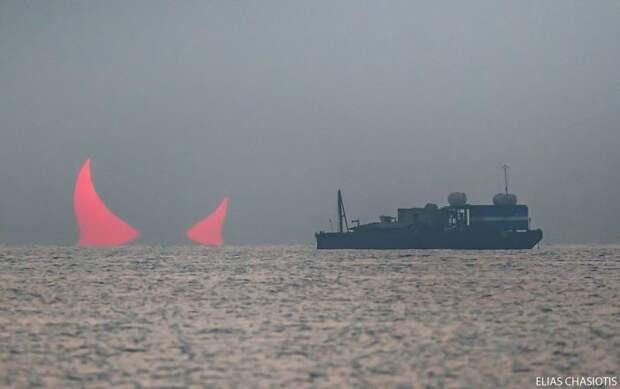 Гигантские Рога Дьявола Над Персидским Заливом