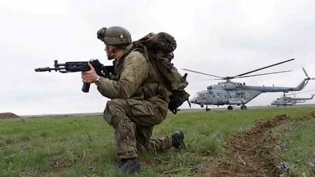В Крыму на учениях произвели высадку более двух тысяч военных