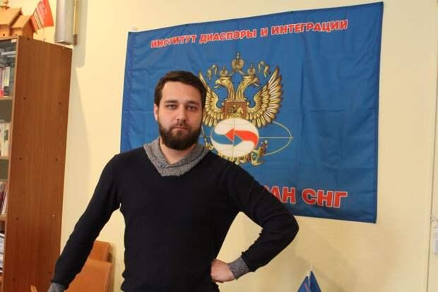 Флаг ЛГБТ на монументе «Родины-матери» в Киеве: Скориков рассказал об ответе России