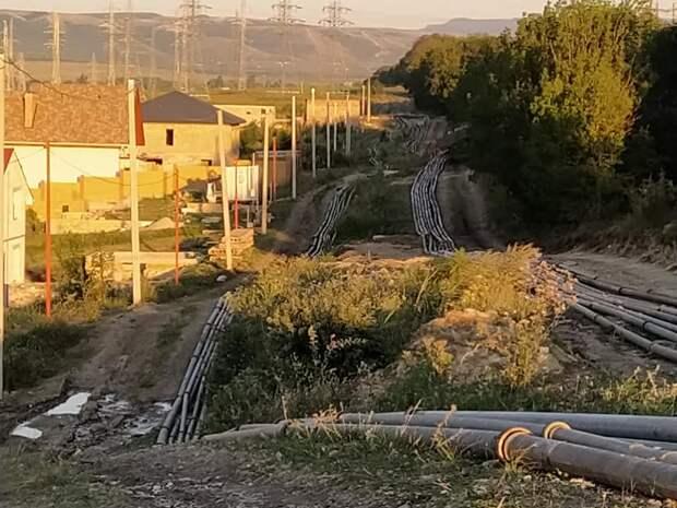 Водовод Минобороны поливает дороги в Крыму