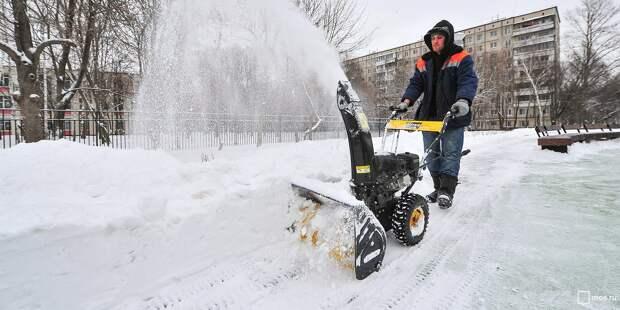 Из двора на Тихвинской вывезли снежные кучи – «Жилищник»