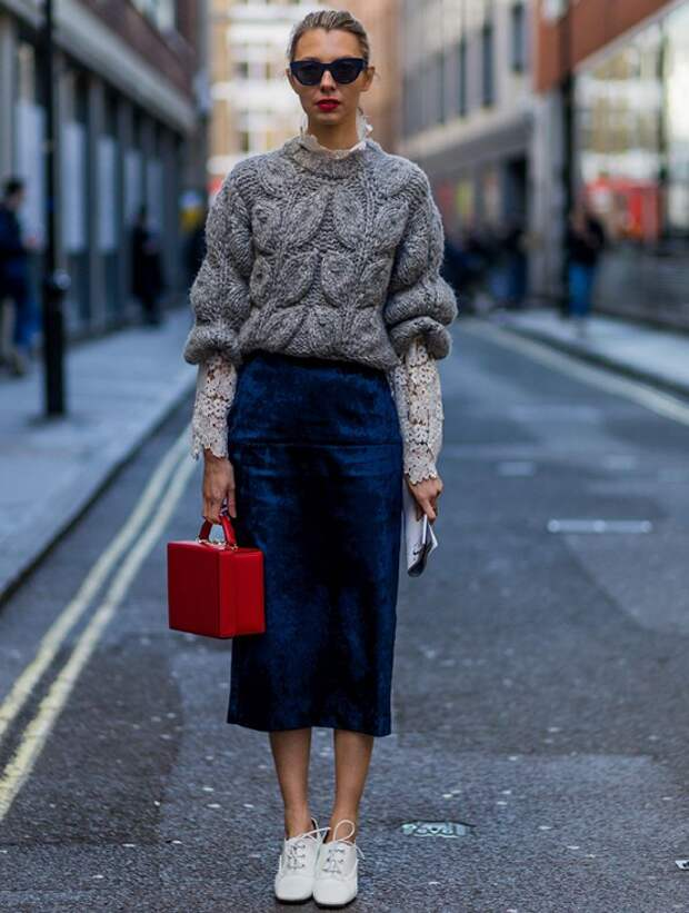 Как носить объемный свитер миниатюрной женщине