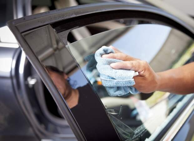 Малейшие пылинки или ворсинки с плохой тряпки могут испортить всю работу. | Фото: zen.car.