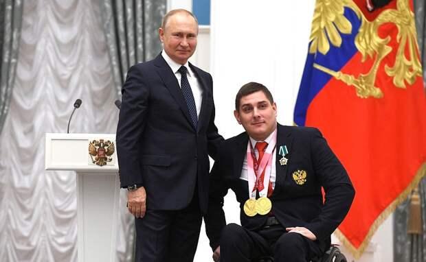 Президент России наградил омского фехтовальщика, завоевавшего два «золота» на Паралимпиаде