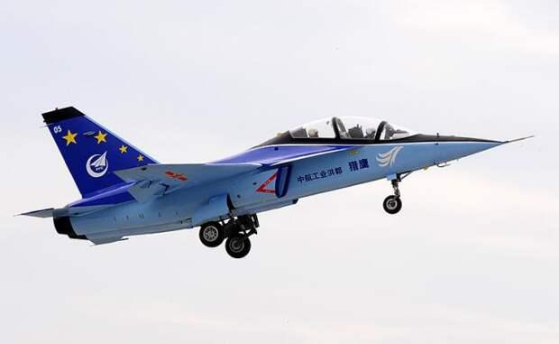 самолет Hongdu L-15