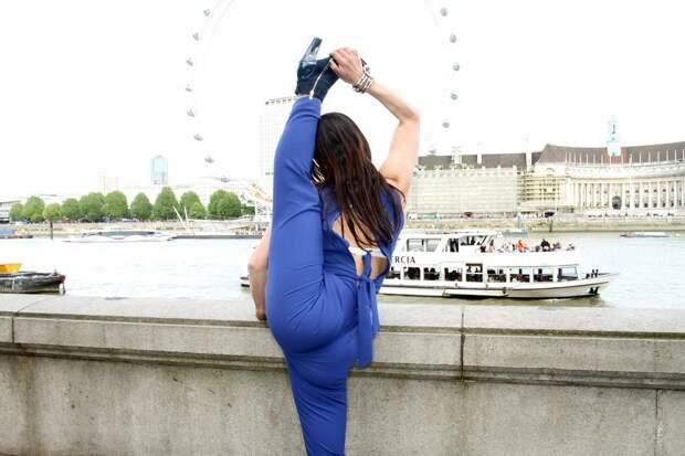 Удивительно гибкая и сексуальная девушка-змея Лейлани Франко