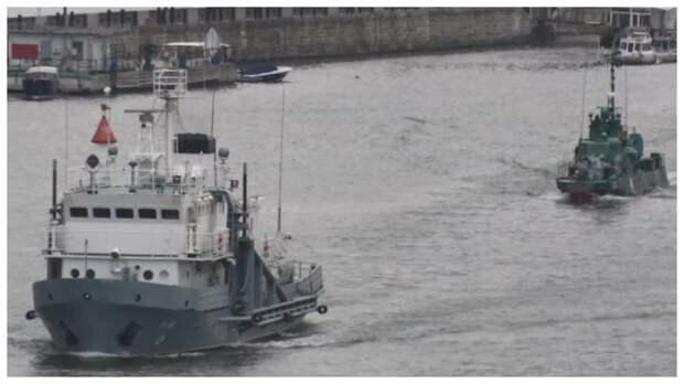 Каспийская флотилия вошла в Черное море