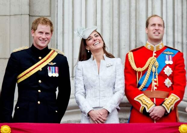 «Шансов на примирение почти нет»: эксперт рассказал об отношениях между принцами Уильямом и Гарри