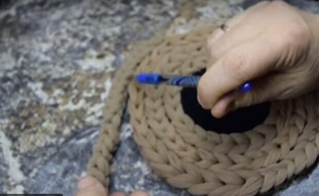 Как превратить  старые колготки в очаровательные коврики, без крючка. Мастер-класс