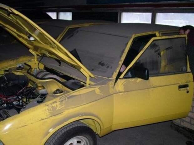 В капсулу времени попало 127 автомобилей Москвич (5 фото)