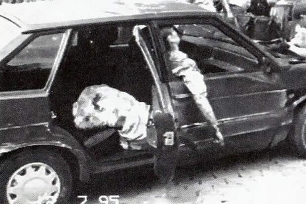 Расстрелянный автомобиль Виктора Башмакова