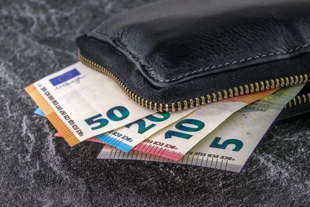 Россиянам рассказали, в какой валюте хранить деньги в 2021 году