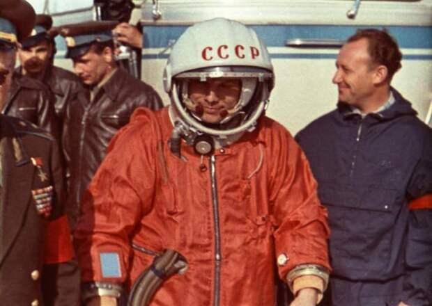Апрель 1961 года. За спиной Гагарина на кадрах из кинохроники проглядывает тот самый ЛАЗ ЛАЗ, авто, автобус, автомир, гагарин, космодром, лаз-695б, юрий гагарин