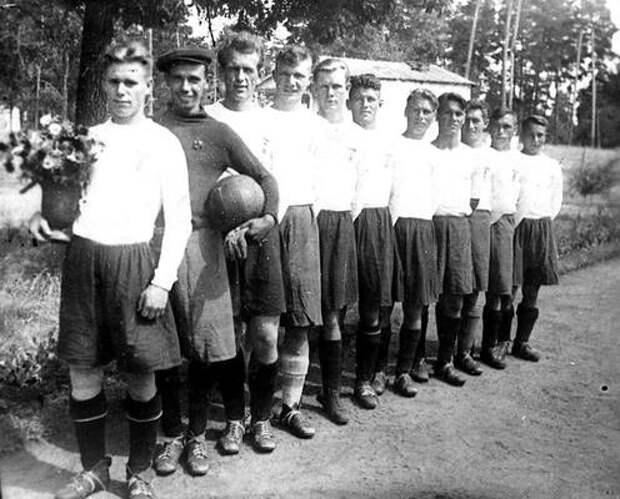 75 лет славной истории. Как заводчане играли в футбол и становились чемпионами
