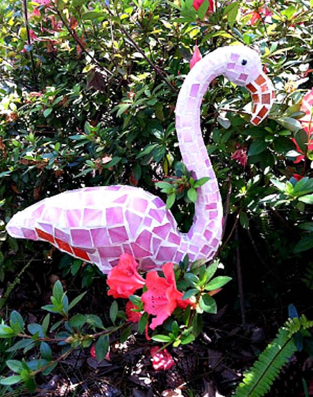 Скульптура фламинго.