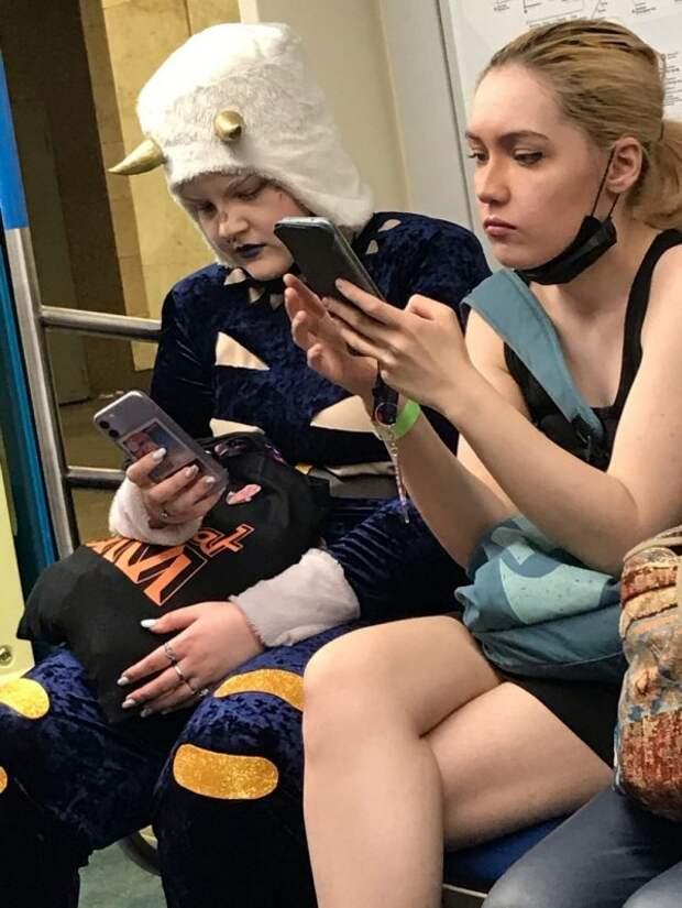 Стиляги в метро (19 фото)