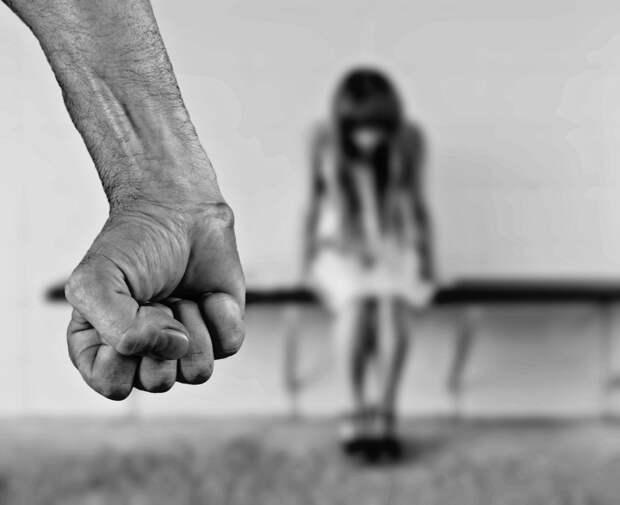 Соцработник в Крыму пойдет под суд после изнасилования девочки отчимом